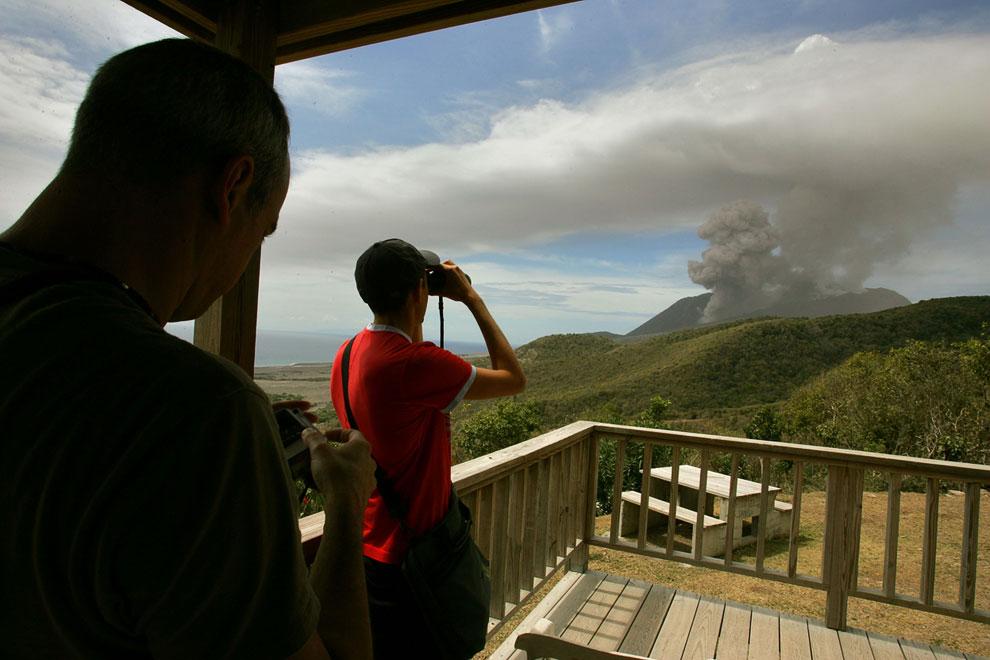Вулкан  Суфриер-Хиллс продолжает свою активность