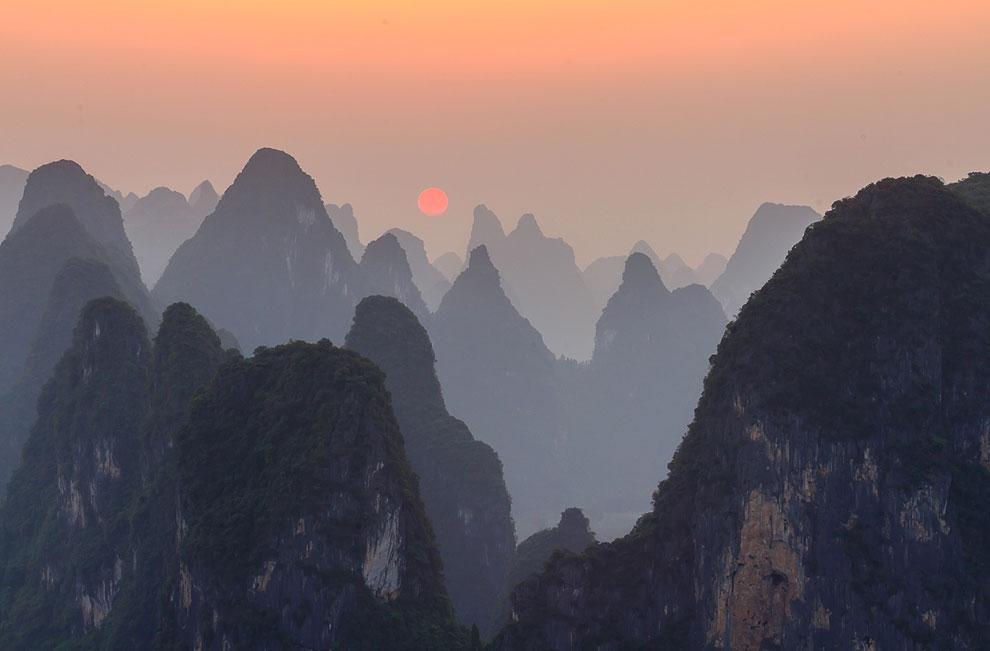 Закат на вершине горы Lao Zhai
