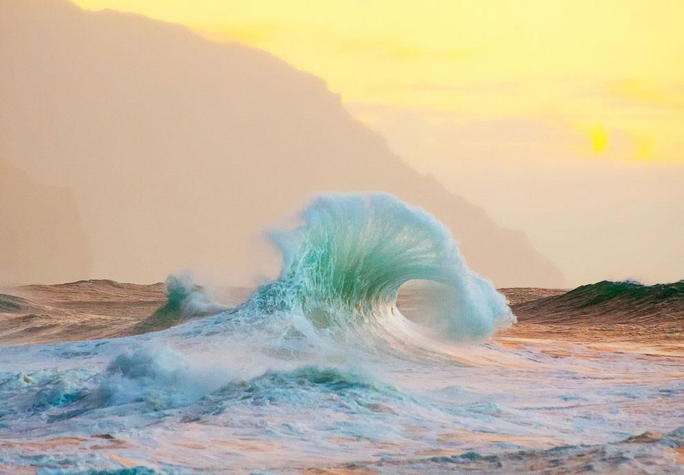 У волшебного Кауаи — наиболее древнего из основных Гавайских островов. Он возник 6 млн лет назад