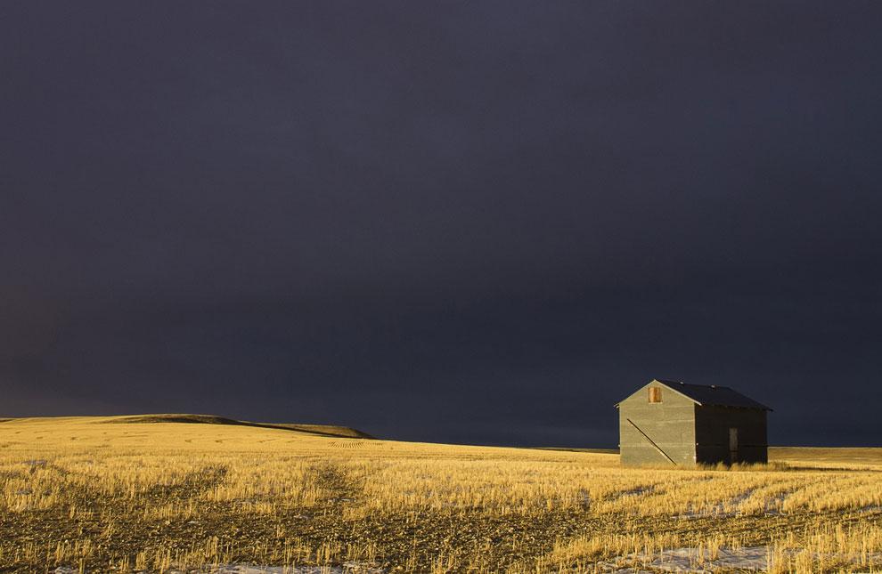 Надвигающаяся буря над полями в штате Монтана