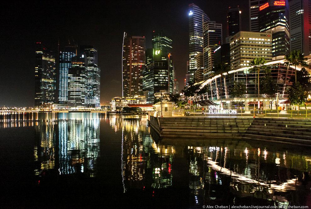 Отражения ночного Сингапура