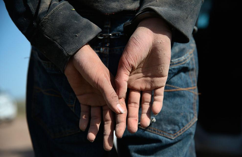 Задержанный нелегал на участке границы в штате Техас