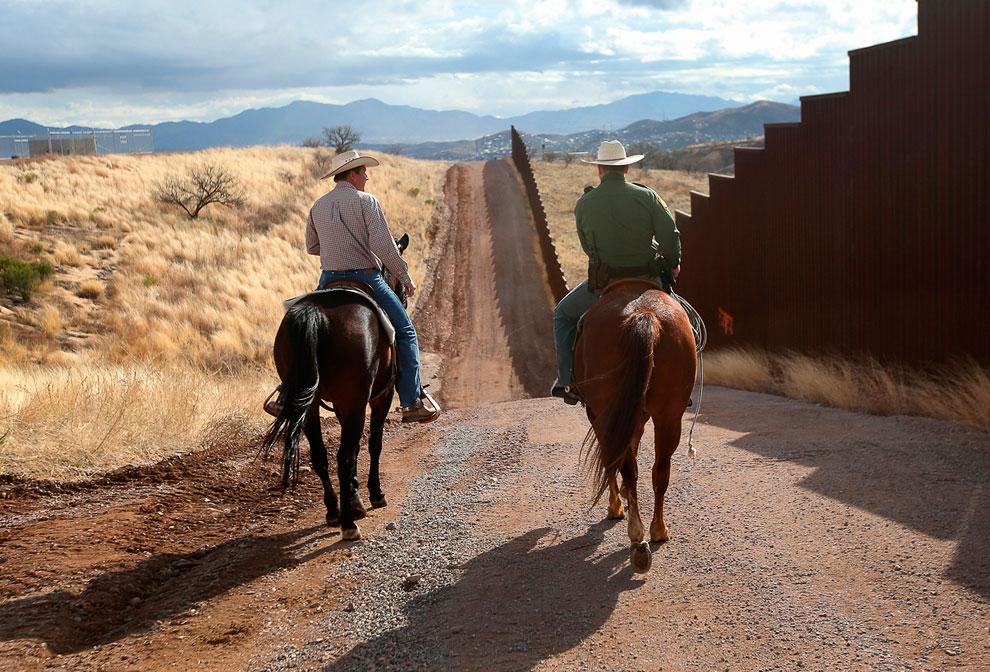 На границе США и Мексики в Ногалесе, штат Аризона