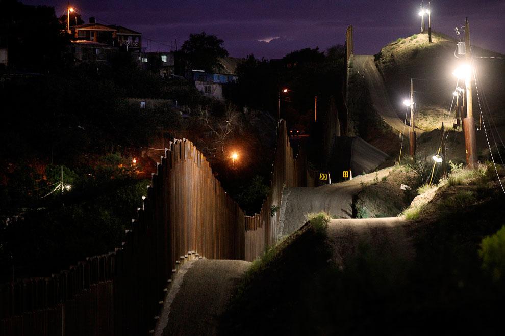 Приграничная зона у города Ногалес, Аризона