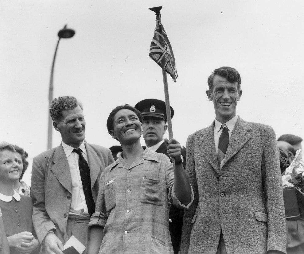 Первые покорители Эвереста — новозеландец Эдмунд Хиллари (справа) и шерп Тенцинг Норгей, 1953 год