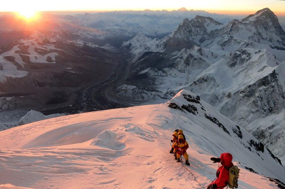 Эта была статья, посвященная 60-летию покорения Эвереста