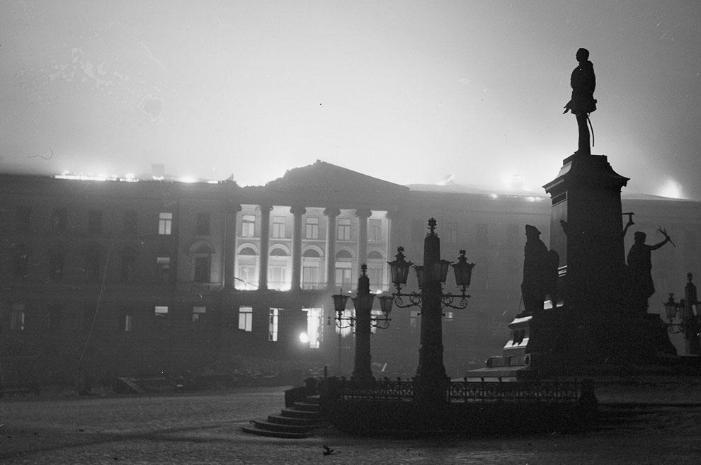 Горит здание на Сенатской площади в Хельсинки