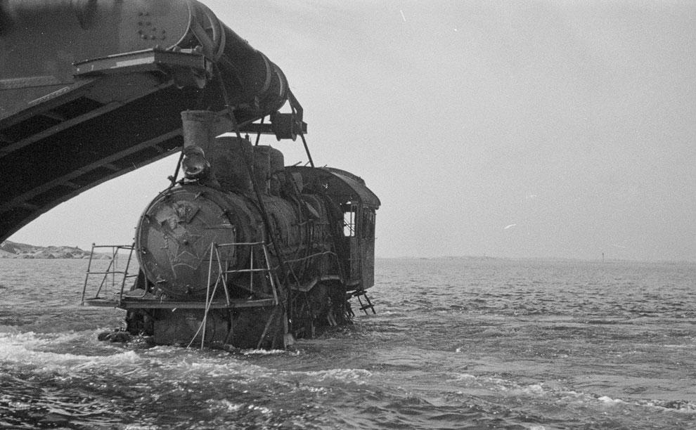 Подъем из воды локомотива