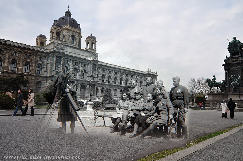 Вена 1945 — 2010. Фото на память у памятника Марии Терезе