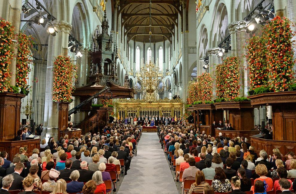 Официальная часть торжества прошла в Новой церкви, расположенной на центральной площади Дам