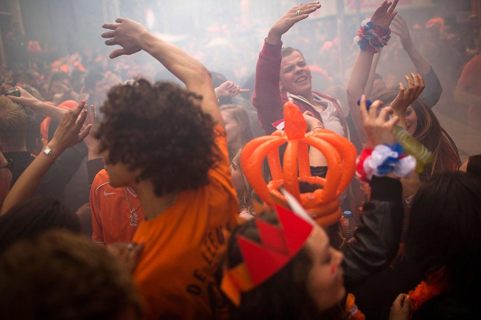 Молодежь в Амстердаме гуляла от души