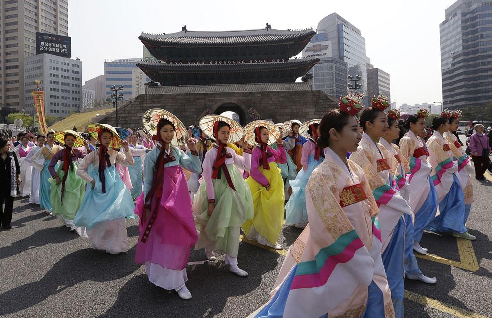 К 2013 году старейший архитектурный памятник Сеула Намдэмун (Южные ворота) был восстановлен