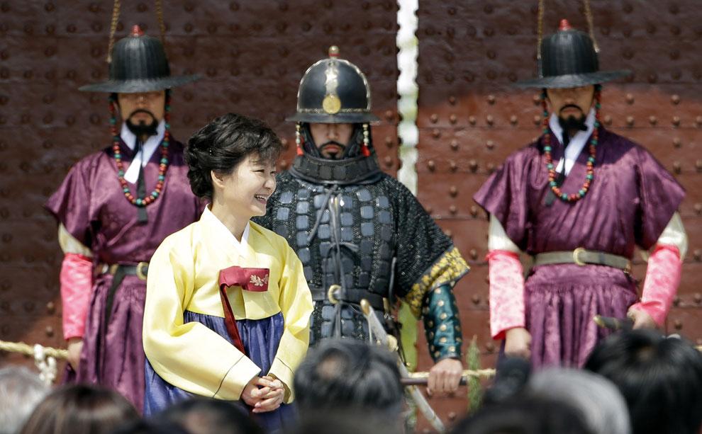 Церемония открытия восстановленного памятника Намдэмун в Сеуле