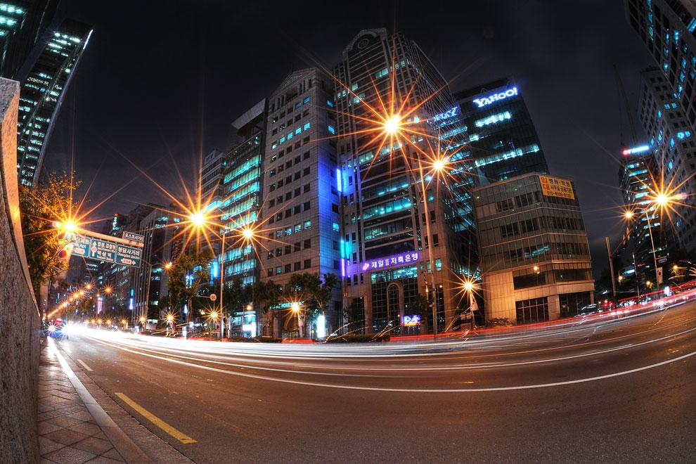 Тегеранский бульвар в бизнес-квартале Каннамгу в Сеуле