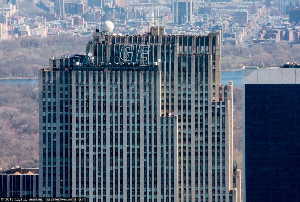 Следующие фотографии сняты вечером вот с этой высотки — GE Building в Рокфеллер-центре