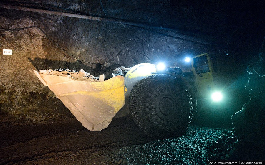 Отгрузка горной массы осуществляется с помощью погрузо-доставочной машиной