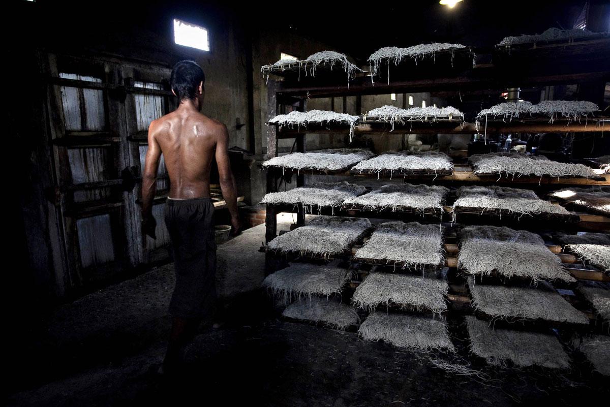 Настоящее экологичное производство: коровы — мукомолы, печь на дровах