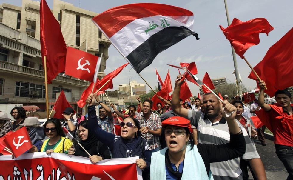 Сторонники Коммунистической партии Ирака на демонстрации в Багдаде