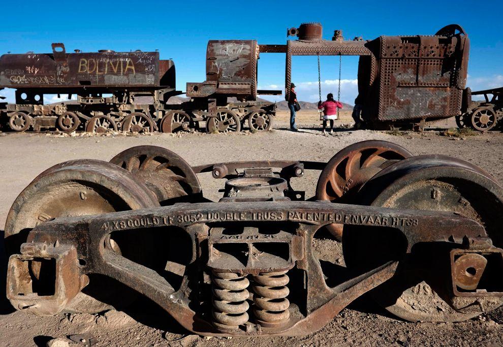 В 3 км от торгового города Уюни на юго-западе Боливии расположено кладбище старинных поездов