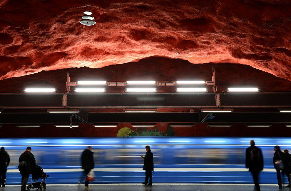 Стокгольмский метрополитен (швед. Stockholms tunnelbana) называют «самой длинной художественной галереей в мире»