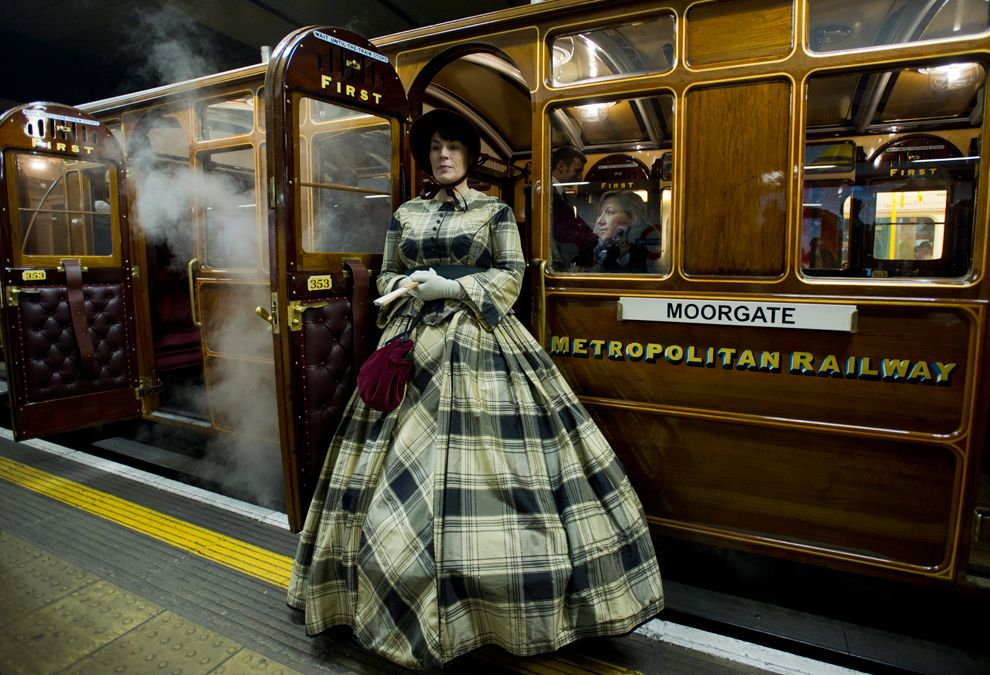В этом году старейший в мире Лондонский метрополитен отмечает 150-летие