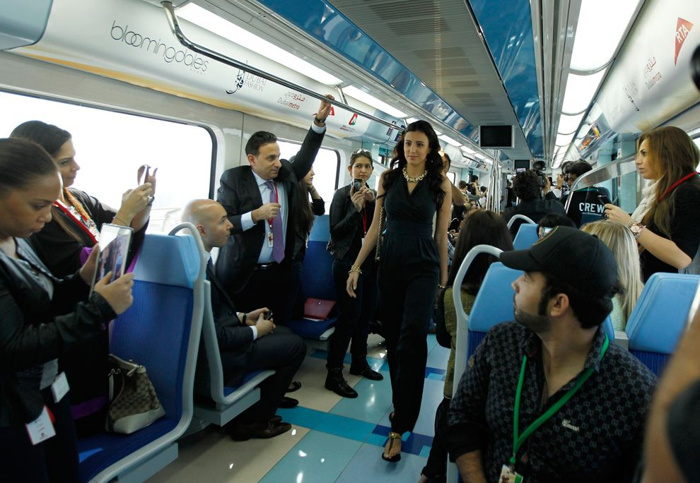 Показ мод в дубайском метро