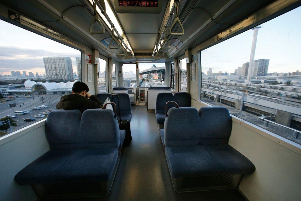 Поезд в Токио, который движется сам по себе, без машиниста