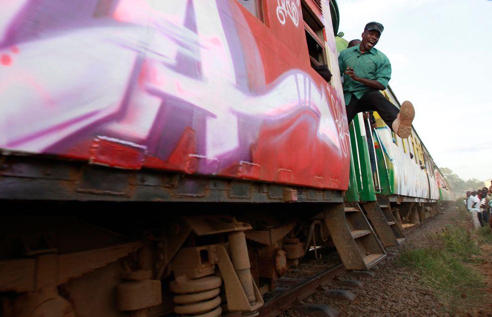 Пригородный поезд в Найроби, Кения
