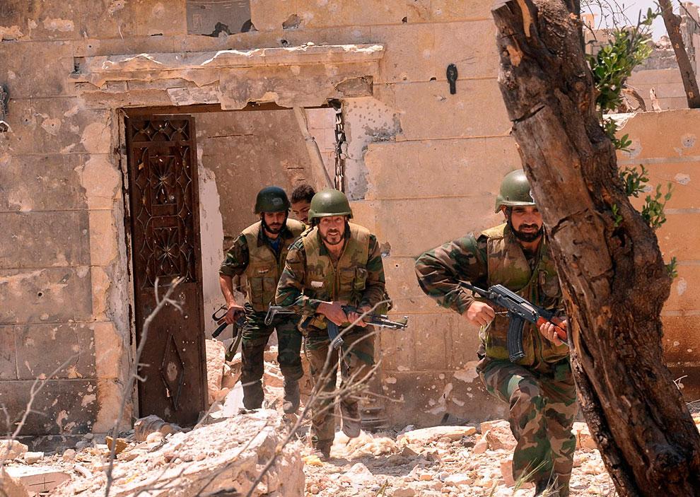 А это уже войска президента Сирии Башара Асада, город Алеппо