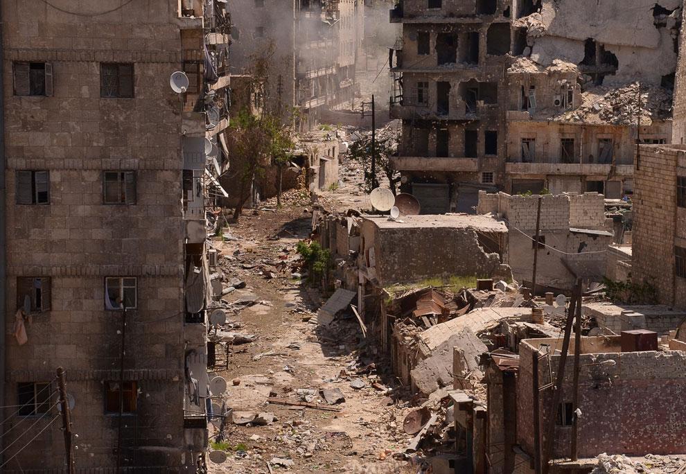 Пустынные улицы разрушенного города Алеппо