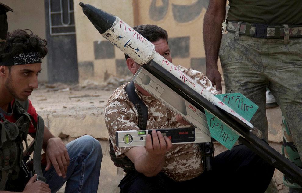 Мятежники готовятся к запуску ракеты по правительственным войскам. С уровнями, все по науке