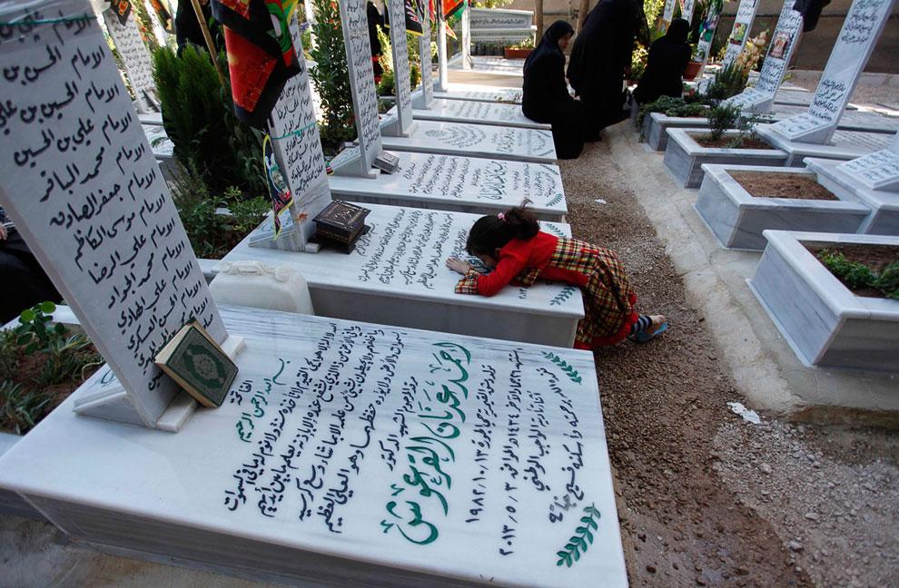 Люди в Сирии гибнут тысячами. Например, только в марте этого года было убито 6 000 человек