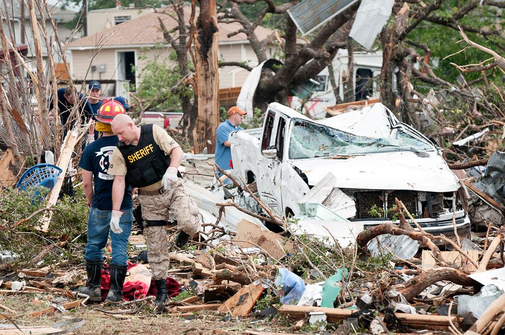 В штате Техас погибли по меньшей мере 6 человек, десятки получили ранения и сотни остались без своих домов