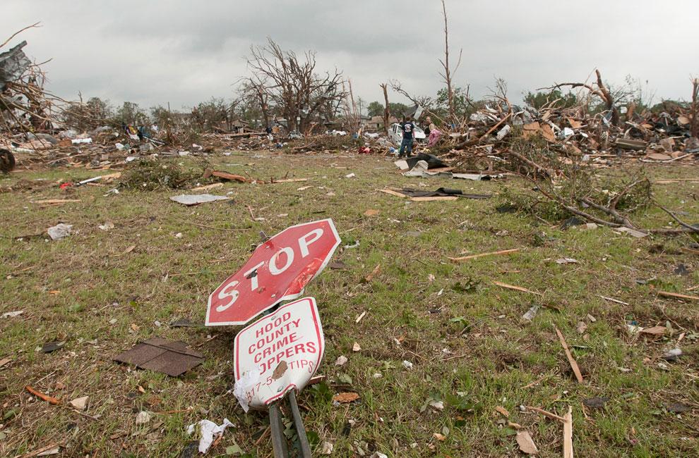 Последствия торнадо в городе Гранбери