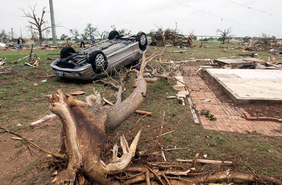 Последствия торнадо в городе Гранбери, штат Техас