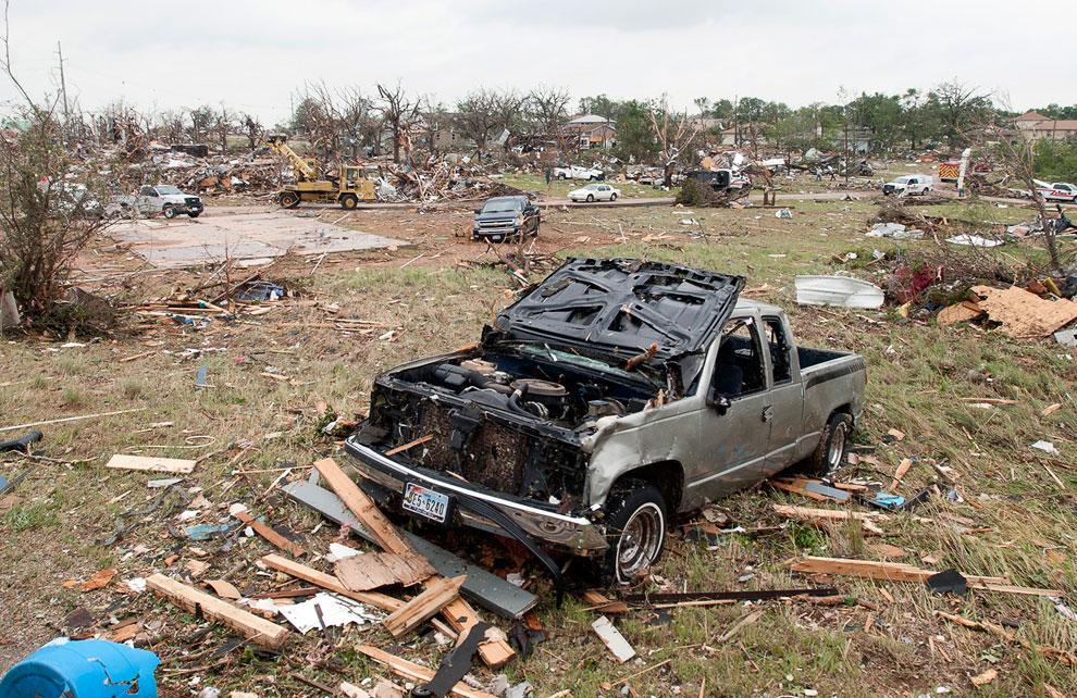 Судя по обломках, некоторые разрушенные строения в городе Гранбери, штат Техас больше походили на дачные домики