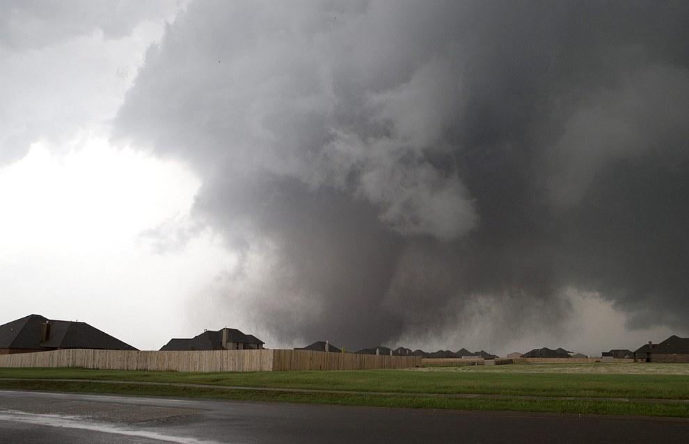 Здесь торнадо сметал все на своем пути со скоростью 320 км/час