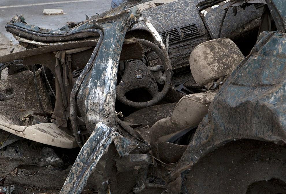 3.2-километровая воронка сворачивала автомобили в рогалики