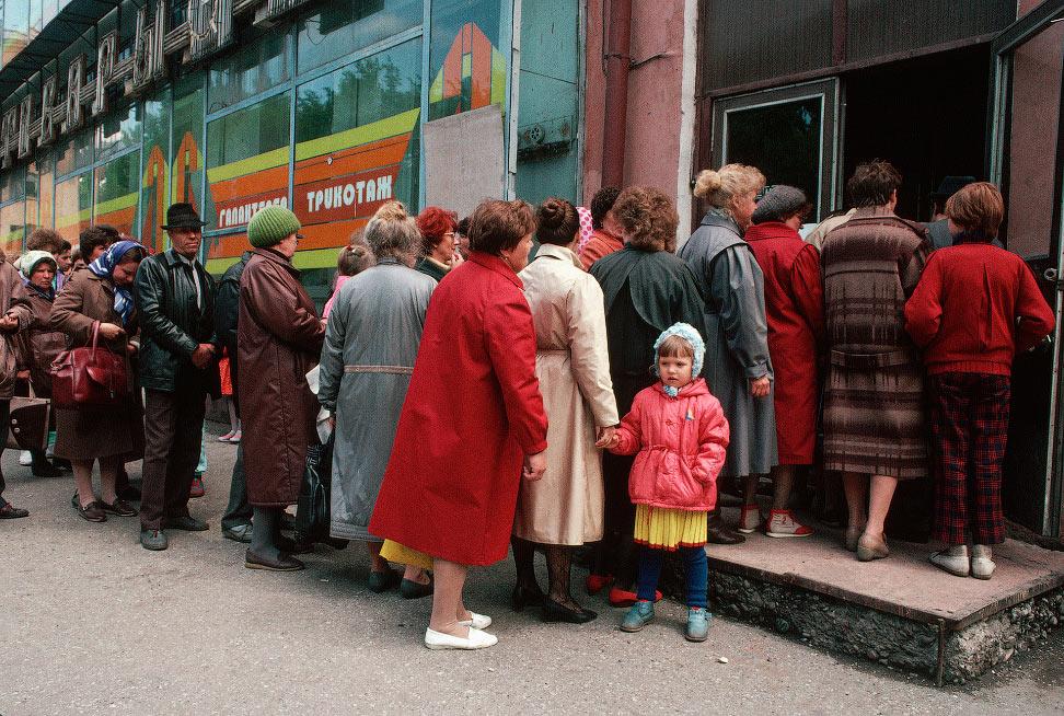 Очередь в магазин в Новокузнецке