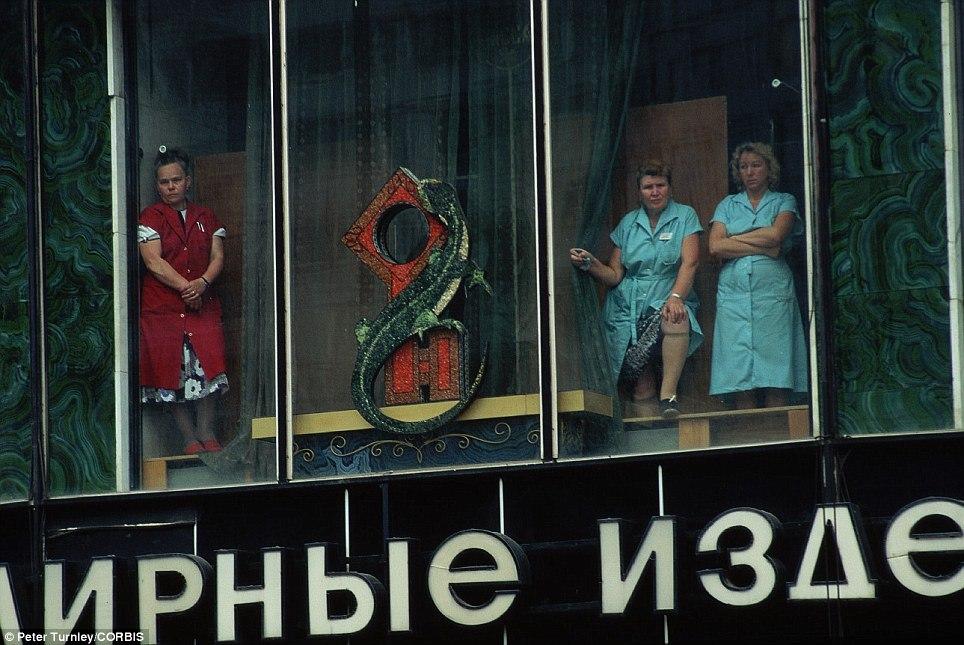 Продавщицы универмага в Москве