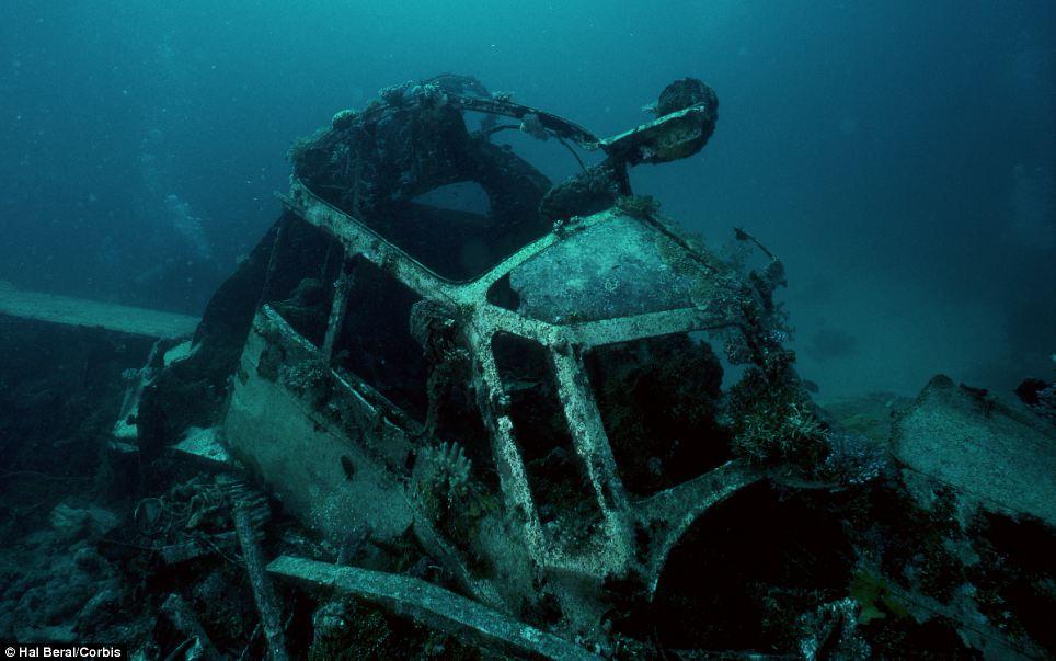 Сейчас это место очень популярно среди дайверов, здесь можно встретить затонувшие корабли с полными трюмами, истребители, танки и бульдозеры