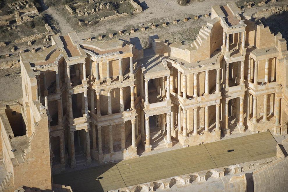 3-этажный римский театр в Сабрате вблизи