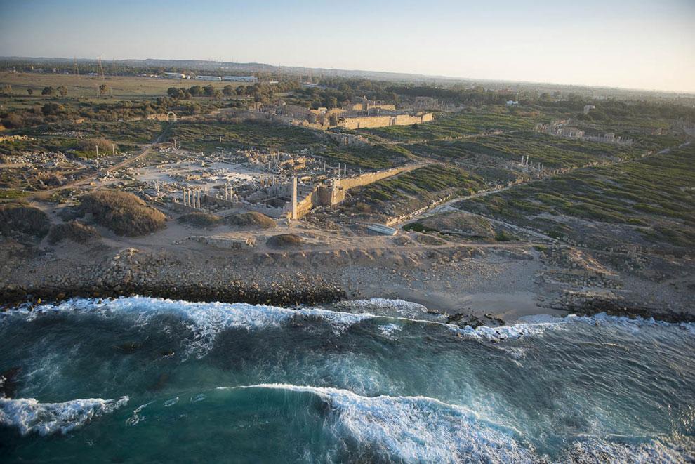 Древние руины на побережье у города Хомс, Ливия