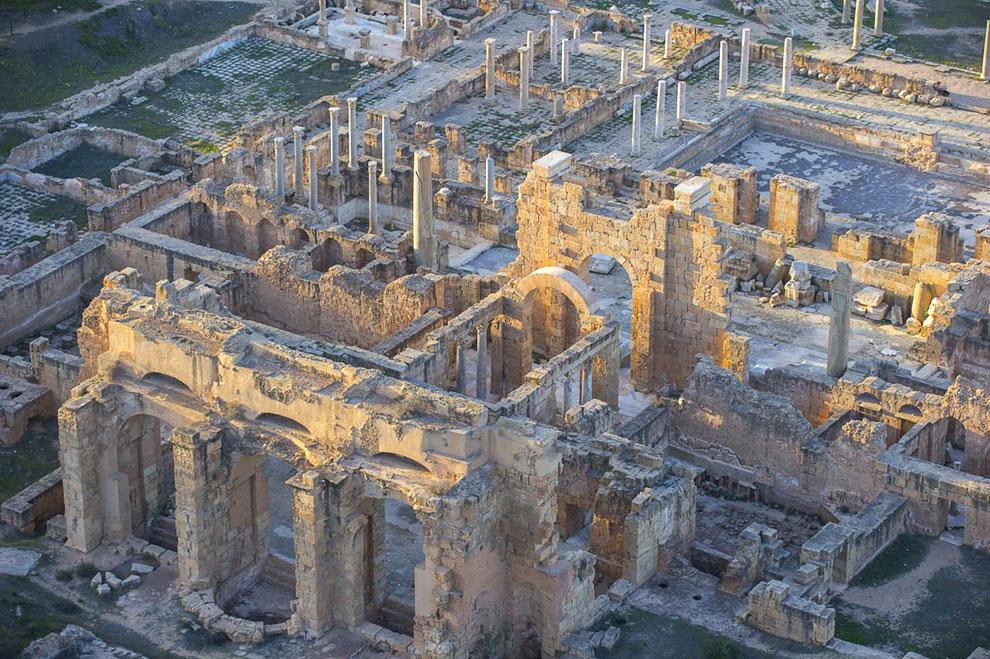 Лептис-Магна — древний город в области Сиртика (позже называлась область Триполитания) на территории современной Ливии
