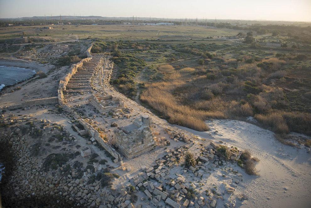 Лептис был столицей провинции в Византии. На фотографии виден волнорез и участок византийско стены