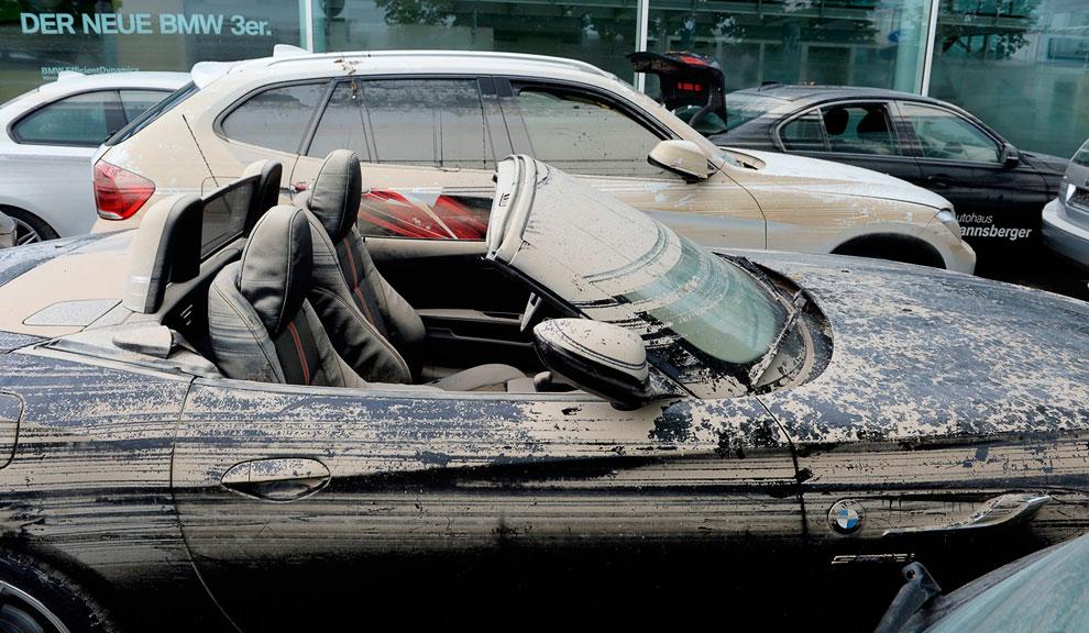Пострадавшие автомобили рядом с Деггендорфом, Германия