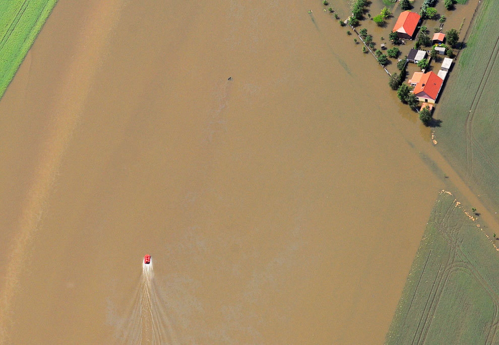 По затопленным немецким полям нужно ездить на катере, Германия