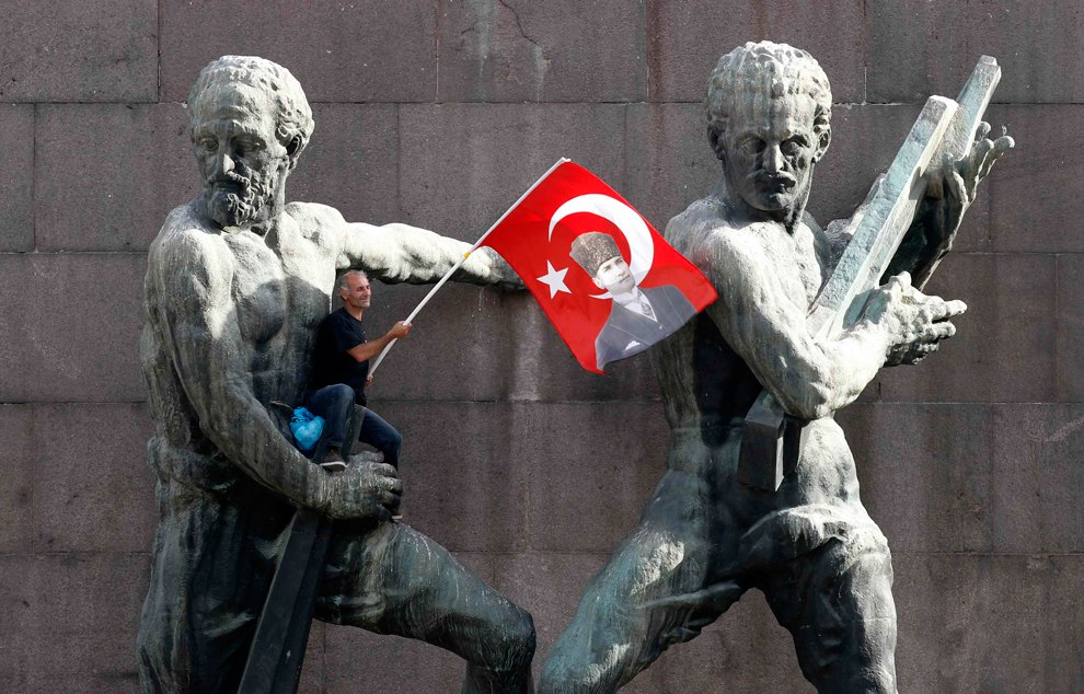 Протестующий в центре Анкары