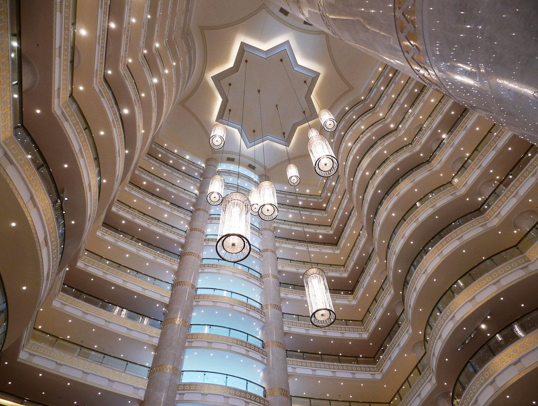 Внутри роскошной гостиницы «Огузкент»