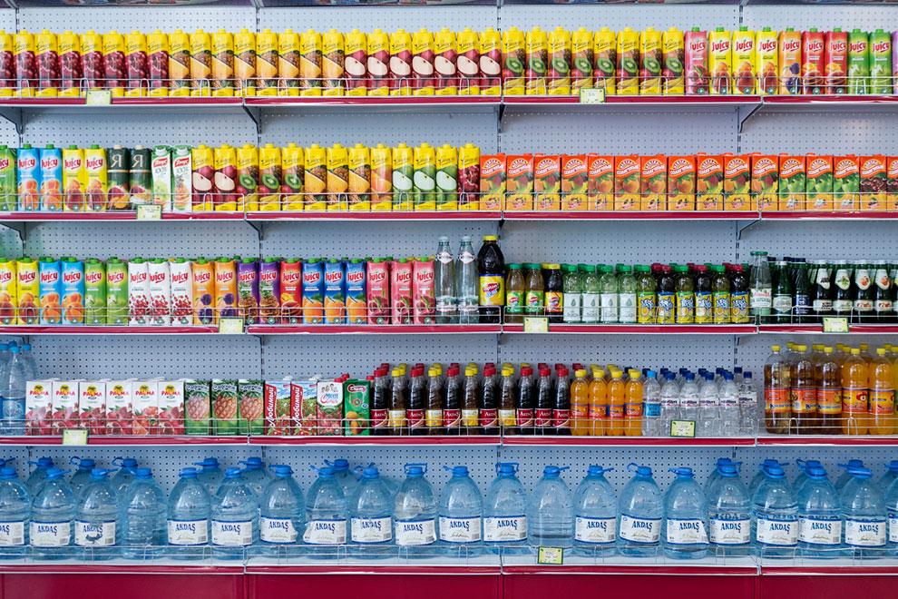 Магазин. На такой жаре напитки в большом спросе